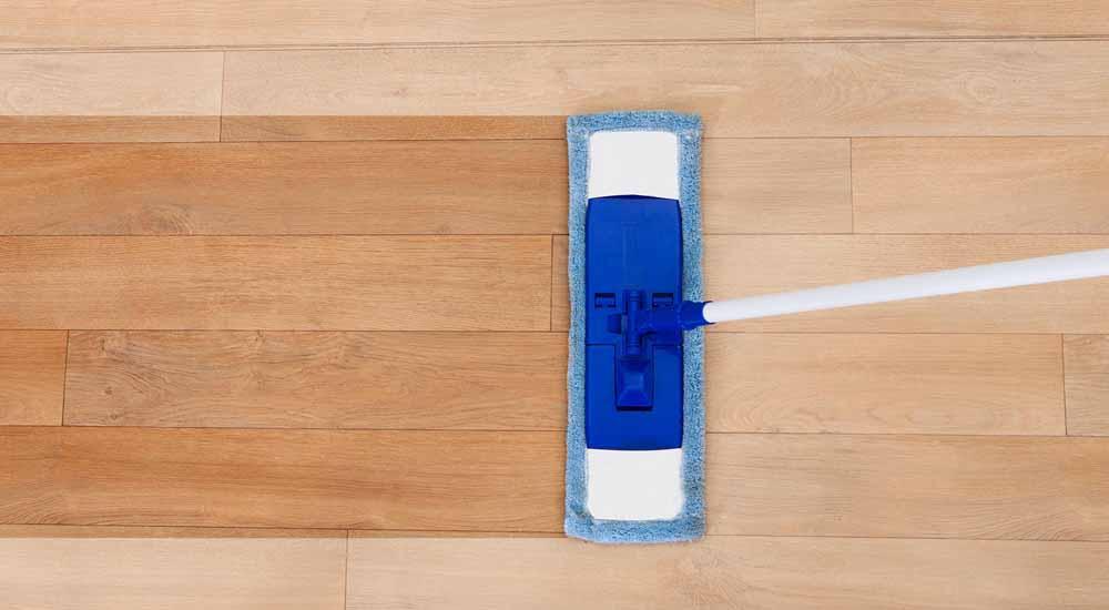 clean vinyl plank floors with mop