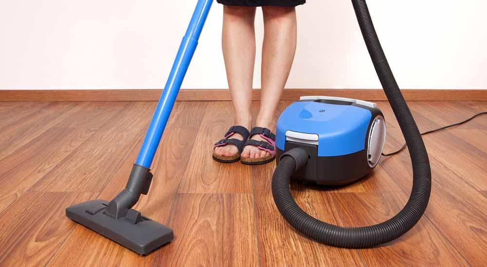 clean vinyl plank floors with vacuum